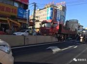 陆丰博美这里又发生大货车撞到电动车 请大家过路口注意安全