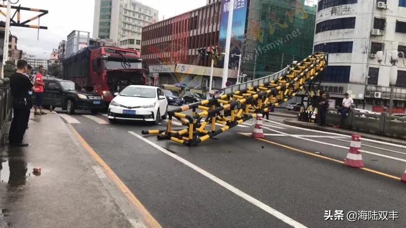 陆丰东海龙山桥限高架又被撞了 陆丰新闻 第2张