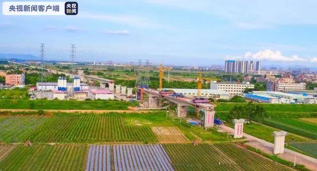 广汕铁路跨永石大道特大桥合龙 特别关注 第1张